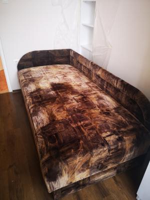 Jó állapotú egyszemélyes ágy ágyneműtartóval